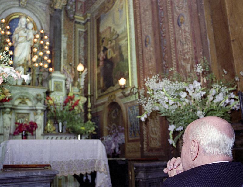 Dott. Plínio pregando davanti alla statua di Nostra Signora Ausiliatrice - Chiesa del Sacro Cuore di Gesù, San Paolo-Brasile, il 25/12/89.